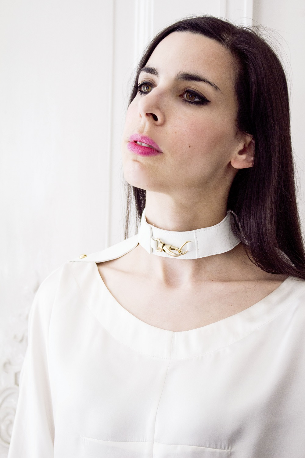 Between white outfit neckband