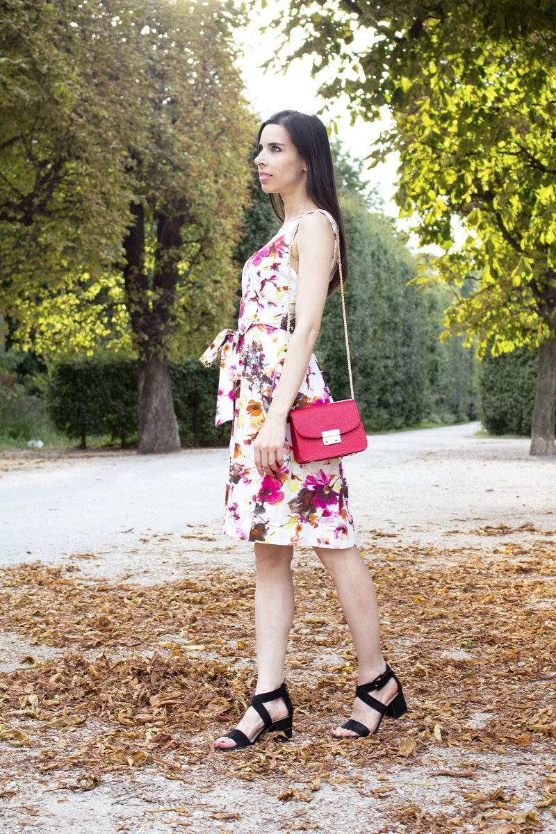 3-flower-pattern-dress-metropolis-red-bag